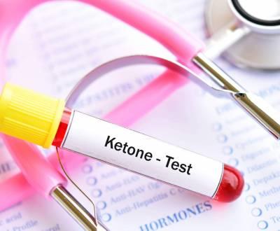 مقالات طبية ketone-test-1-scaled-400x330
