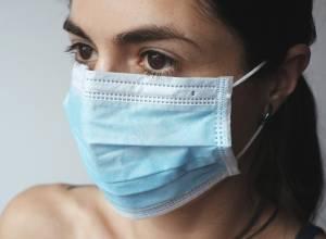 مقالات طبية Woman-mask-pregnant-300x220